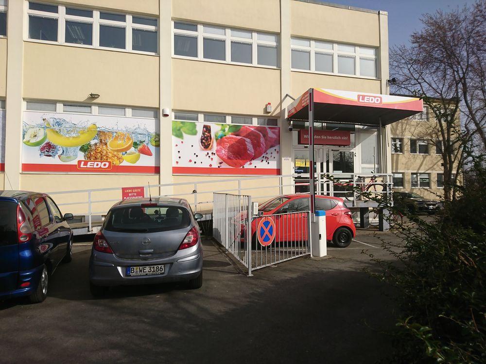 Außenansicht Supermarkt Ledo