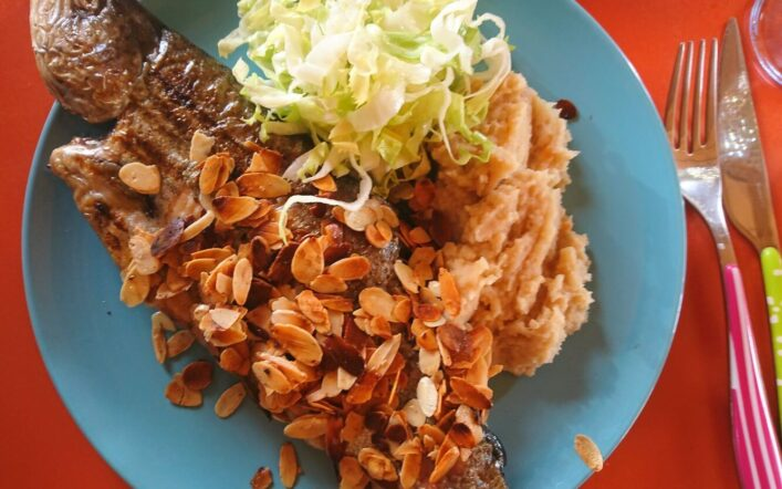 Grillierte Forelle mit Mandelbutter / Kulinarische Weltreise